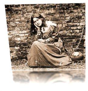 Teresa en el papel de Juana de Arco, sentada en la prisión