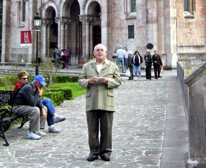 Roberto en Basilica de Santa Maria la Real de Covadonga